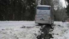Autobus zakopany w zaspie (Kontakt24/lukpol)