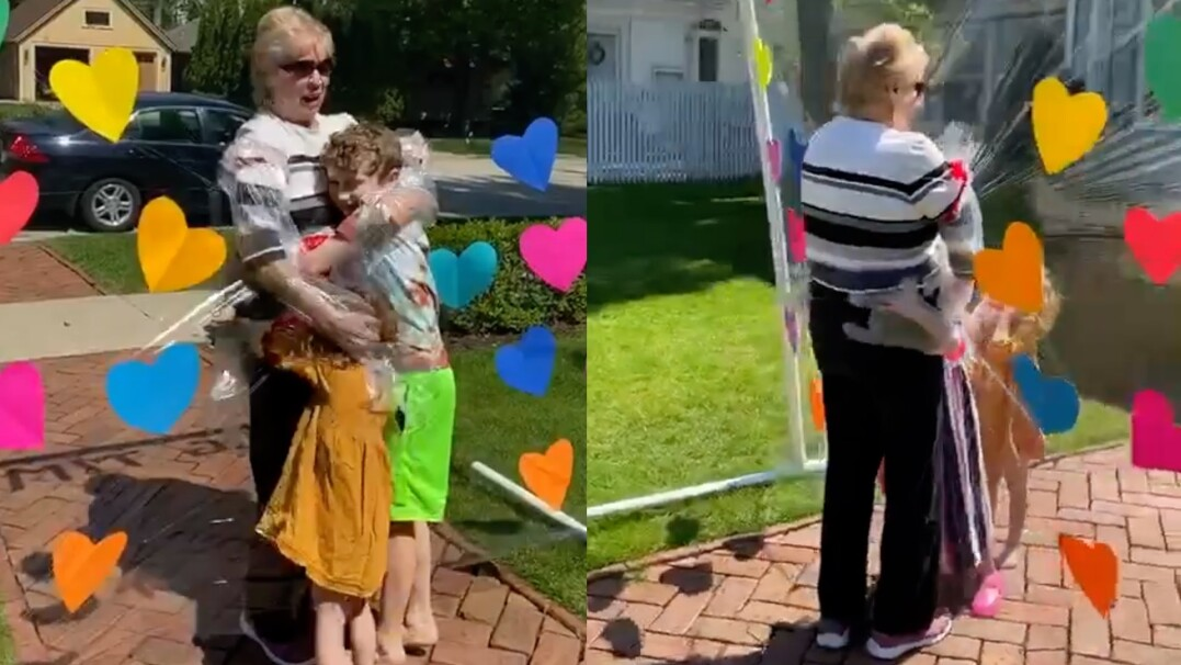 Babcia w końcu mogła przytulić swoich wnuków. Bezpiecznie, przez folię