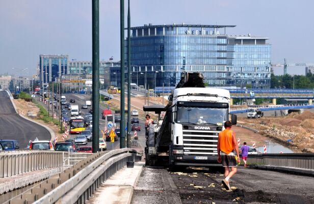 Plac budowy, w tle - biurowce ZDM