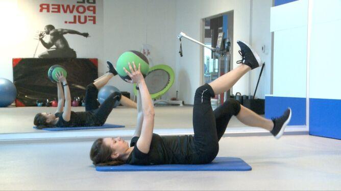 Ćwiczenie na mięśnie pleców i pośladków - wersja druga. Gdy bolą lędźwia
