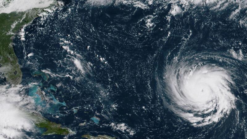 Huragan Florence zbliża się do USA
