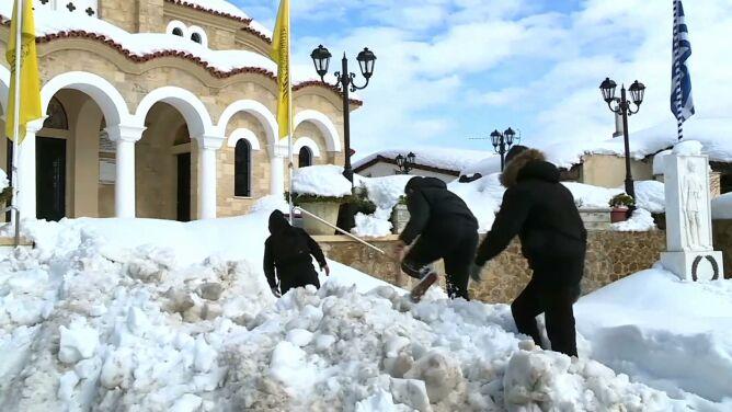 Czy Medea znów się mści? W Grecji śnieżyce najgorsze od 40 lat
