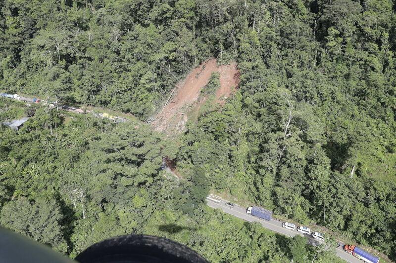 Osunęła się ziemia (PAP/EPA/GUADALUPE PARDO / POOL)