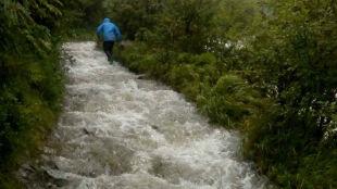 Zamknięte szlaki, górskie potoki jak rwące rzeki. W górach bardzo niebezpiecznie